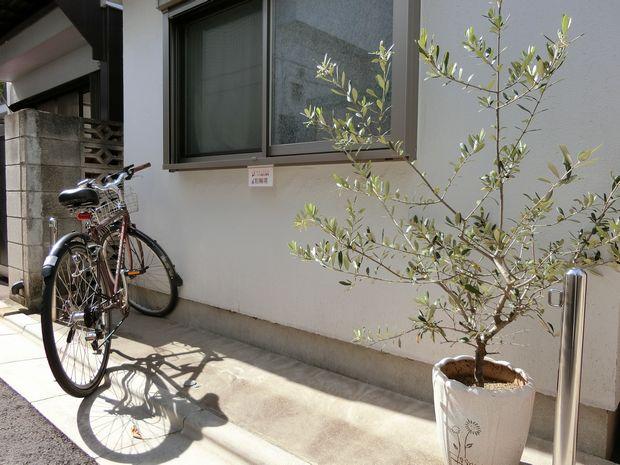 リズム鍼灸治療院の駐輪場写真