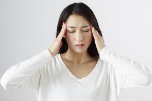 自律神経症状で辛い女性2